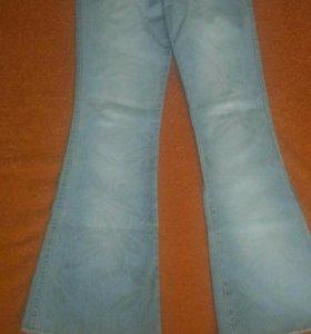Голубые джинсы- клеш