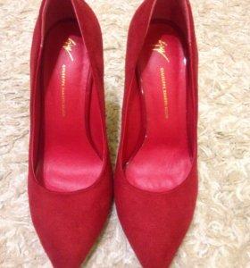 Новые туфли,Занотти.35 размера.Замша.