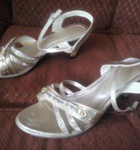 Платье, туфли и клатч
