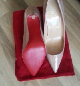 Туфли в самом модном цвете