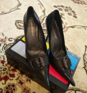 Туфли остроносые