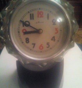 Часы старинные из прошлого века