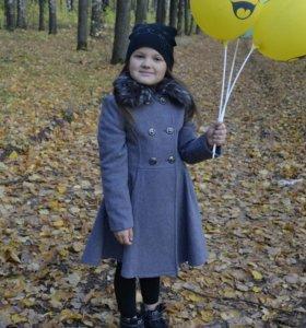 Пальто для девочки 6-7 лет. Одевали один раз.