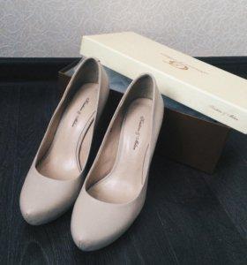 Бежевые туфли из натуральной кожи