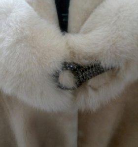 Шуба мутоновая , капюшон отделка норкой