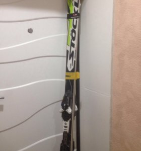 Спортивные горные лыжи