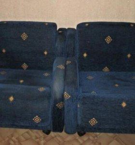Продаю диван и два кресла