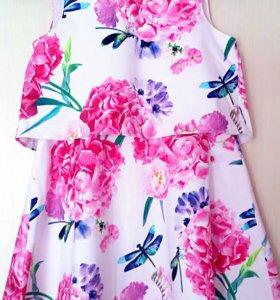 Продаются платья.