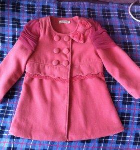 Пальто весеннее детское.