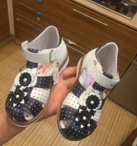 Капика новые сандали