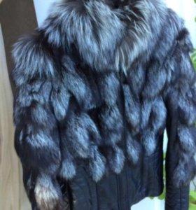 Кожаная куртка с мехом лисы чернобурка