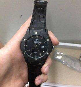 Мужские часы с кожаным ремешком хублот