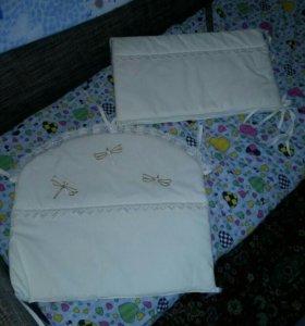 Балдахин, борты и постельное белье в кроватку