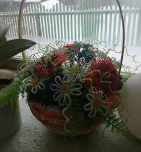 Корзина цветов из бисера
