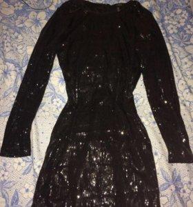 Платье в пайетках новая