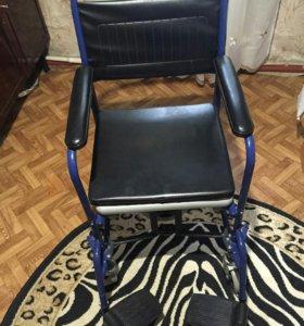 Кресло-туалет для пожилых людей и инвалидов.