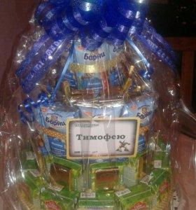 Торт из сока , шоколадок и барни на день рождение