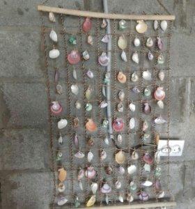 Декор на стену из цветных ракушек