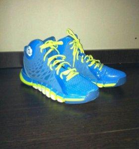 Фирменные кроссовки для занятий баскетболом.