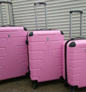 """Пластиковые новые чемоданы """"Розовый неон"""""""