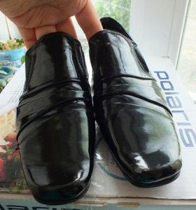 Туфли лакерованые 33р.
