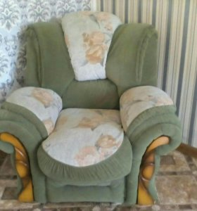 Диваны и два кресло