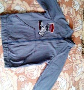 Джинсовая курточка на мальчика 7-8 лет