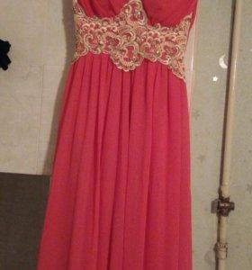 Красивое платье в пол,размер подойдет (42_44)