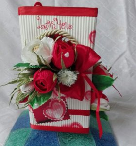 Открытка с цветочками из конфет