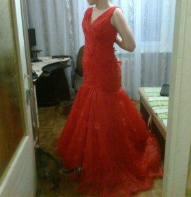 Шикарное платье вечернее
