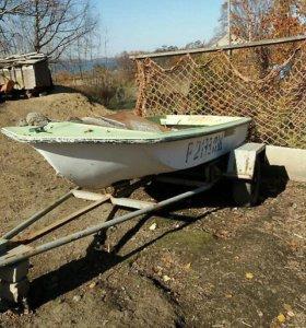 Лодка пластиковая с мотором