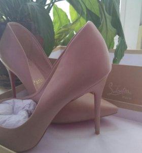 Туфли класические Christian Louboutin