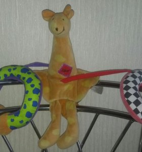 Игрушка жираф на коляску