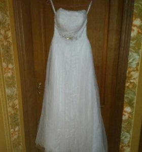 Свадебное платье плюс фата,ботильоны и шубка.