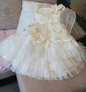 Платье на выпусной (на праздники)