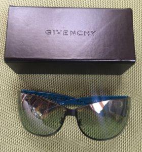 Стильные солнечные очки Givenchy