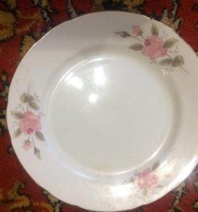 Столовые тарелки в цветочек , фарфор  новые Япония