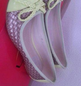 Продаю женские балетки