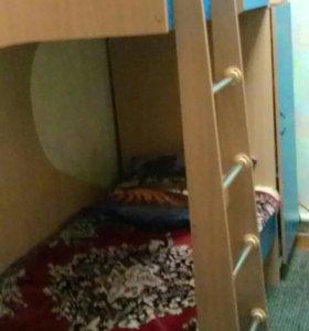 Кровать детская двухярусная .плюс два матраса .