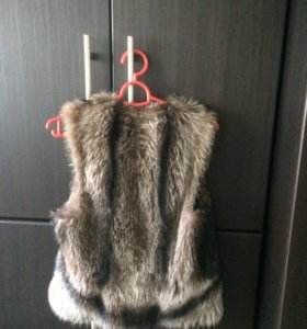Продам жилетку натуральный мех енот