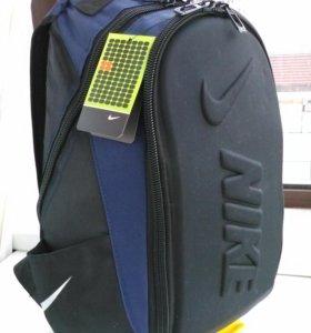 Рюкзаки Nike.