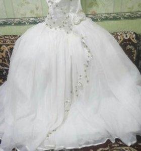Свадебное платье (42,44)