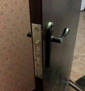 Входная дверь от застройщика.