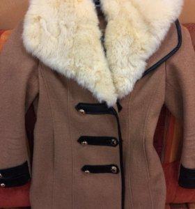 Пальто коричневое 900.пальто красное 700