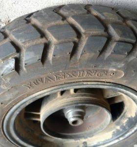 Заднее колесо с резиной на скутер