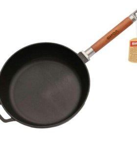Сковорода-сотейник чугунная 28 см.(Новая)