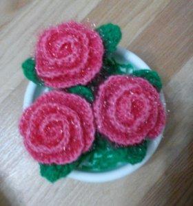 Вязанные цветы в горшочке