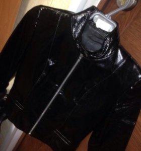 Продам кожаную лакированную куртку