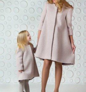 Пальто в стиле Chanel.