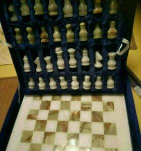 Шахматы из камня (оникс)